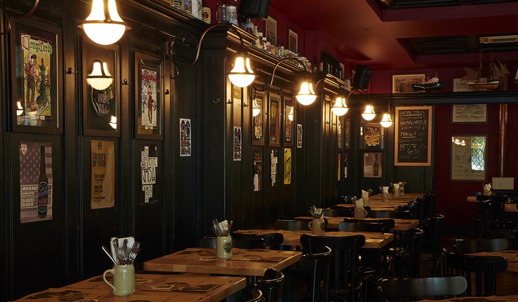 Pub ristorante birrificio lambrate for Bancone bar inglese