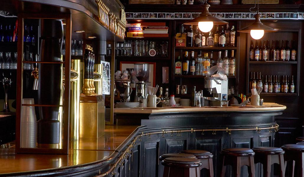 Pub ristorante birrificio lambrate for Arredamento pub inglese